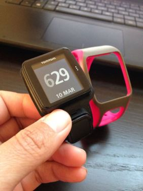 TomTom Runner has interchangeable bands.  The pod plugs into a dock.